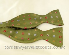 Green Flower Patterned Silk Self-Tie Bowtie